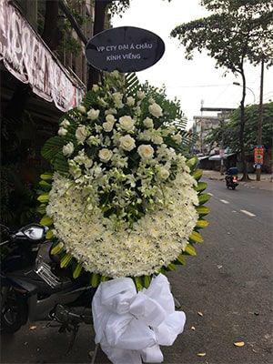 Hoa hồng trắng trong vòng hoa tang lễ có ý nghĩa gì