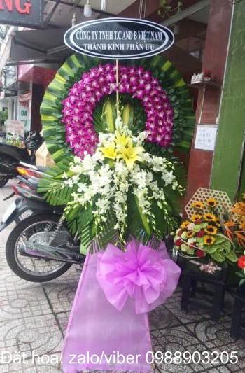 Đặt vòng hoa viếng đám tang