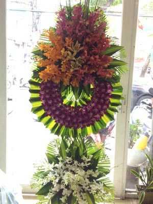 Gửi hoa phúng viếng về Việt Nam