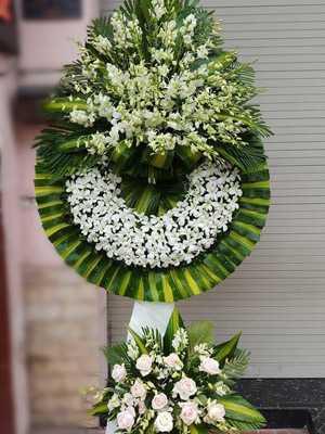 Hình ảnh vòng hoa chia buồn trắng