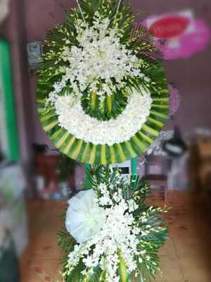 Hoa phúng viếng màu trắng