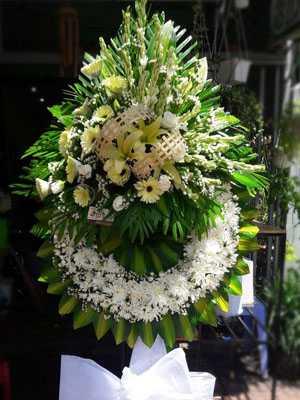 Hoa viếng đám ma màu trắng