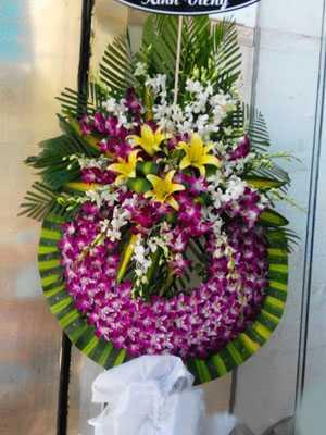 Kệ hoa tang lễ màu tím