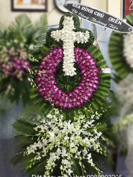 hoa đám tang người Công Giáo