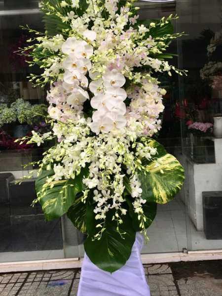 Vòng hoa tang lễ sử dụng Hoa lan
