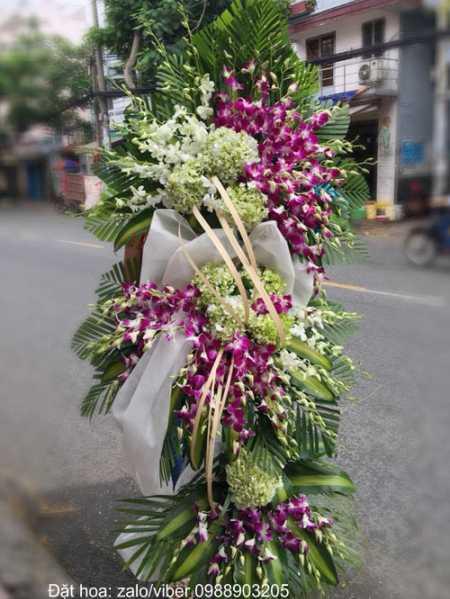 Vòng hoa tang lễ sử dụng Hoa cẩm tú cầu